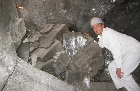 cave_of_crystals_1_small.jpg